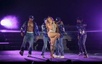 Mariah Carey – The Sweet Sweet Fantasy Tour